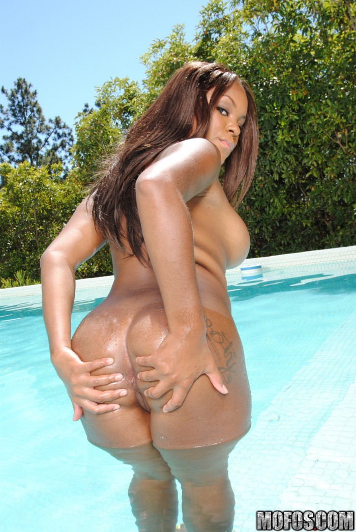 Candice Nicole Spread Ass